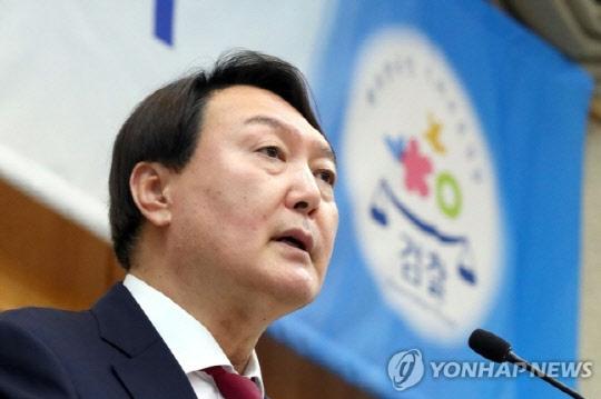 추미애가 판 깔아줬나...`대권주자` 윤석열 일약 3위로 데뷔